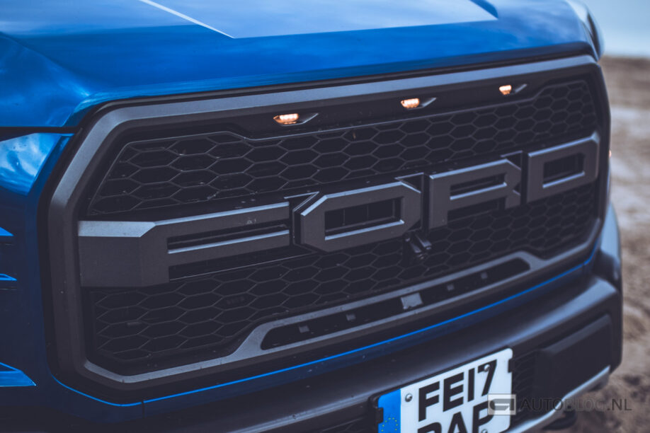 Neus van een Ford F-150 Raptor